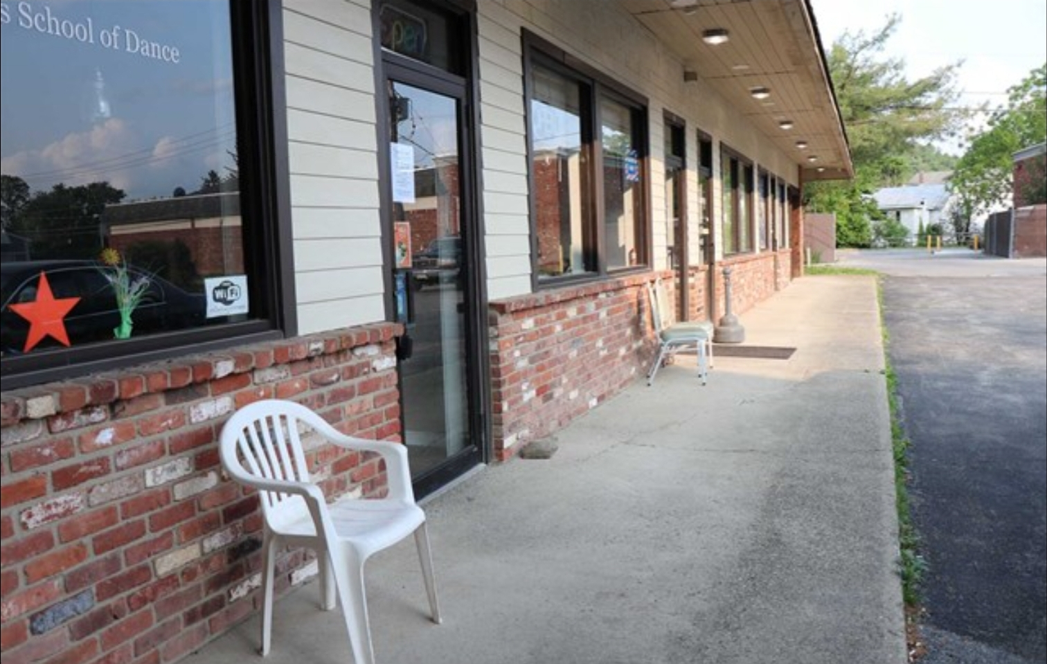 Pleasant Valley NY storefront retail lease
